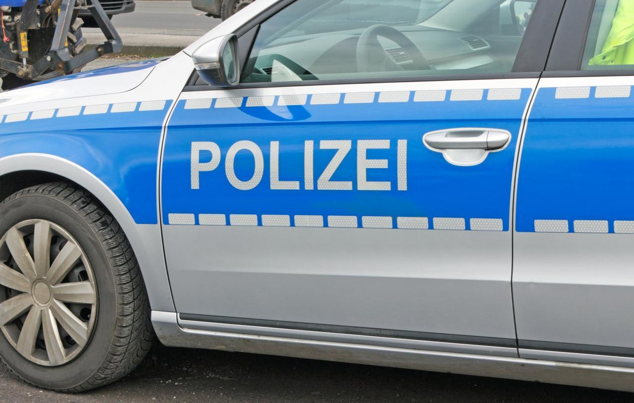 Bus fährt auf: 20.000 Euro Schaden