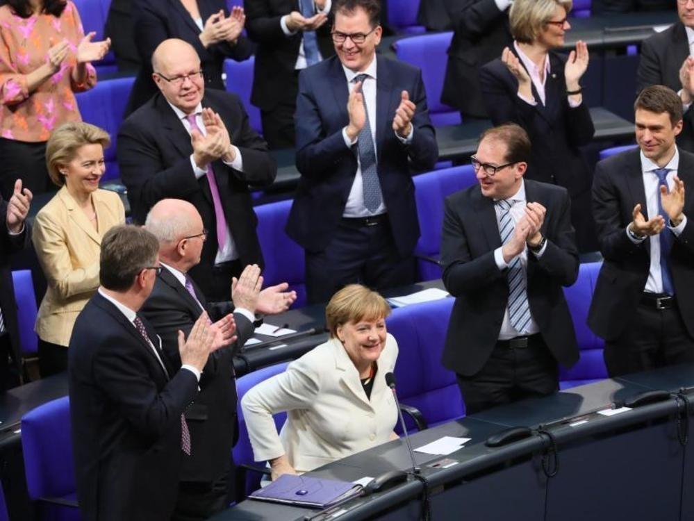 Merkel erneut zur Kanzlerin gewählt
