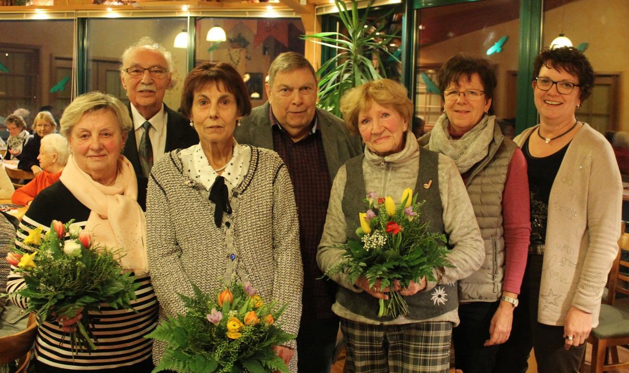 Frauenchor ehrt Mitglieder
