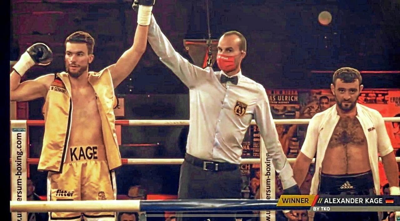 Boxer Alexander Kage feiert frühen Sieg