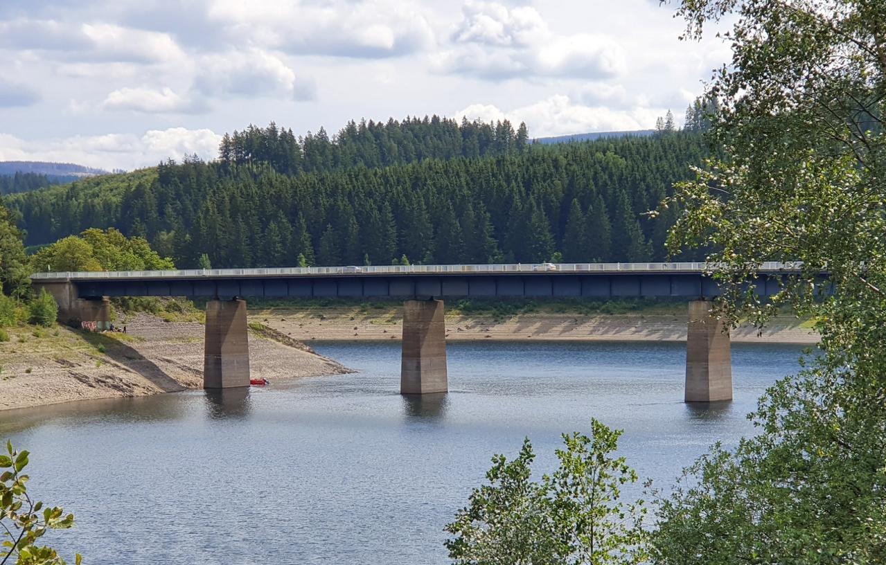 Kernbohrungen an Brückenpfeilern