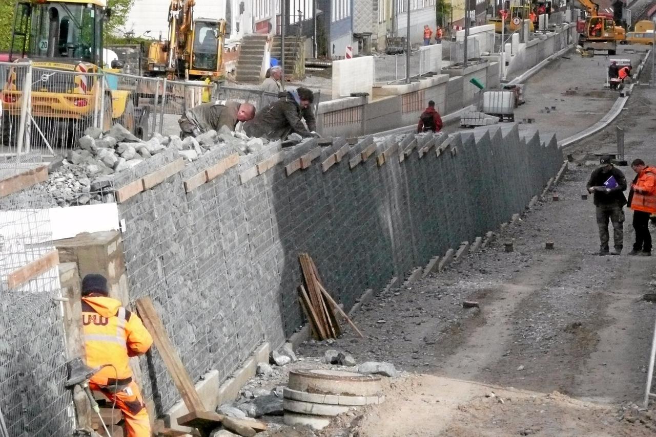 Gabionenmauer entsteht
