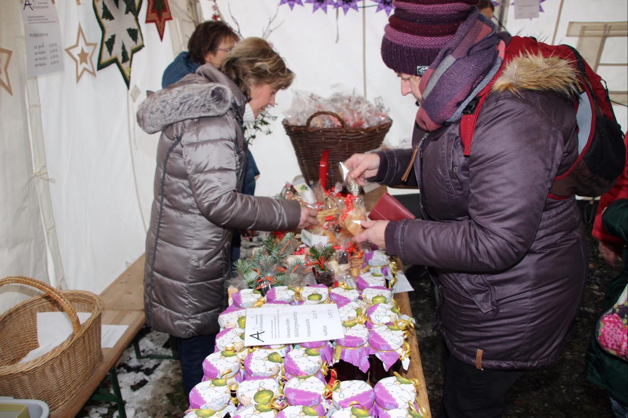 Kirchengemeinde veranstaltete Adventsmarkt