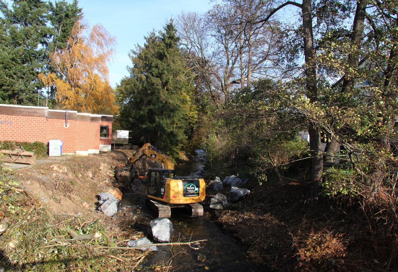 Bauarbeiten am Flussbett der Radau - GZ Live