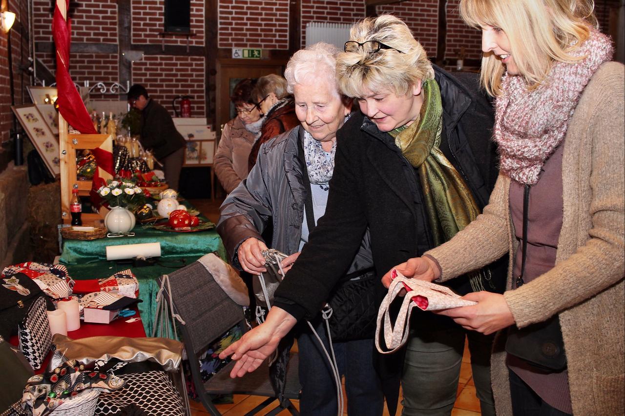 Weihnachtsmarkt der  Hobbykünstler