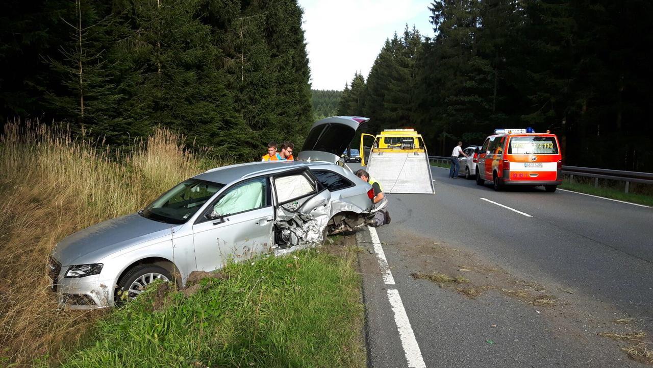 Zwei Verletzte auf der B241