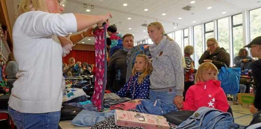 Gewusel auf der Kinderkleiderbörse