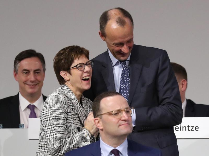 Knapper Sieg in Stichwahl um CDU-Vorsitz