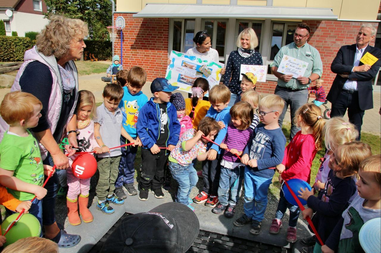 Neues Trampolin lädt Kinder zum Toben ein