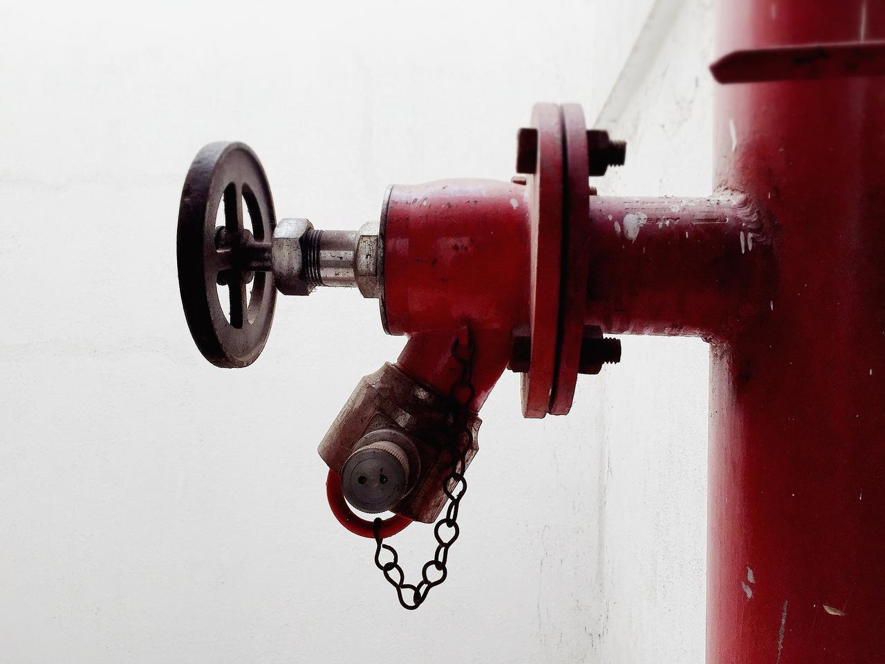 Feuerwehr überprüft die Hydranten