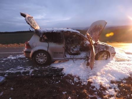 VW Golf brennt während der Fahrt