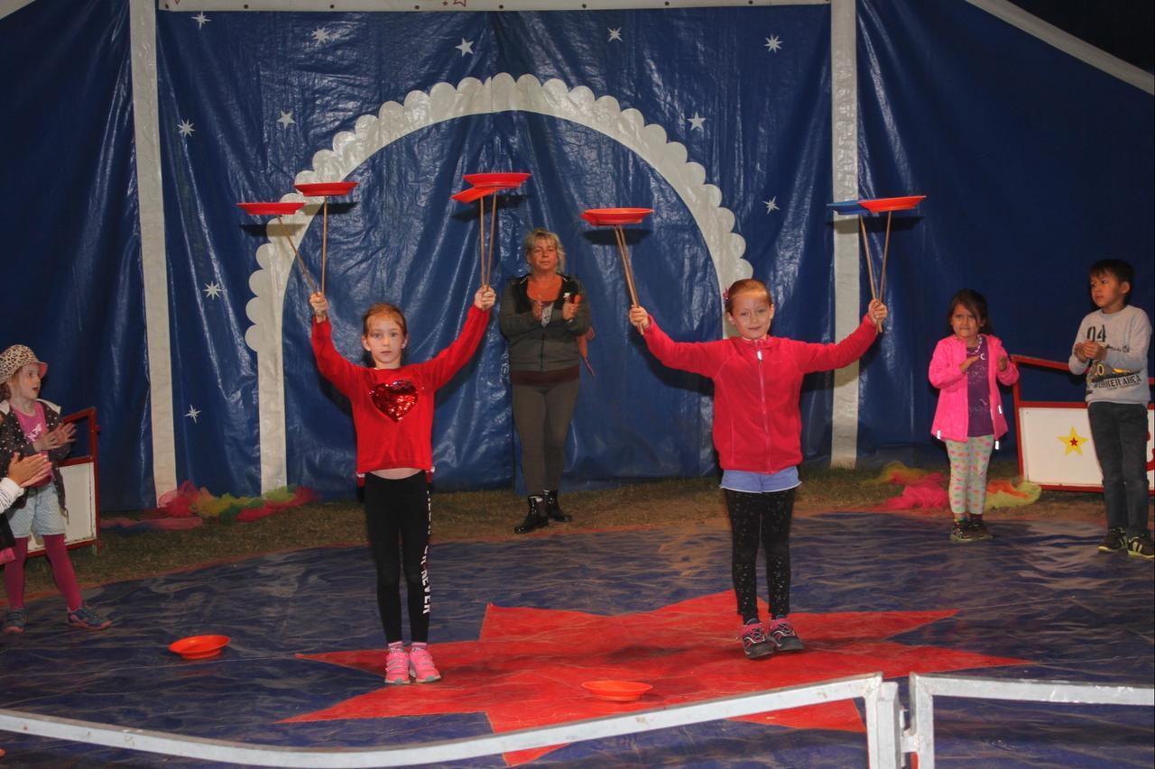 Mitmach-Zirkus Ricardo im Schlosspark