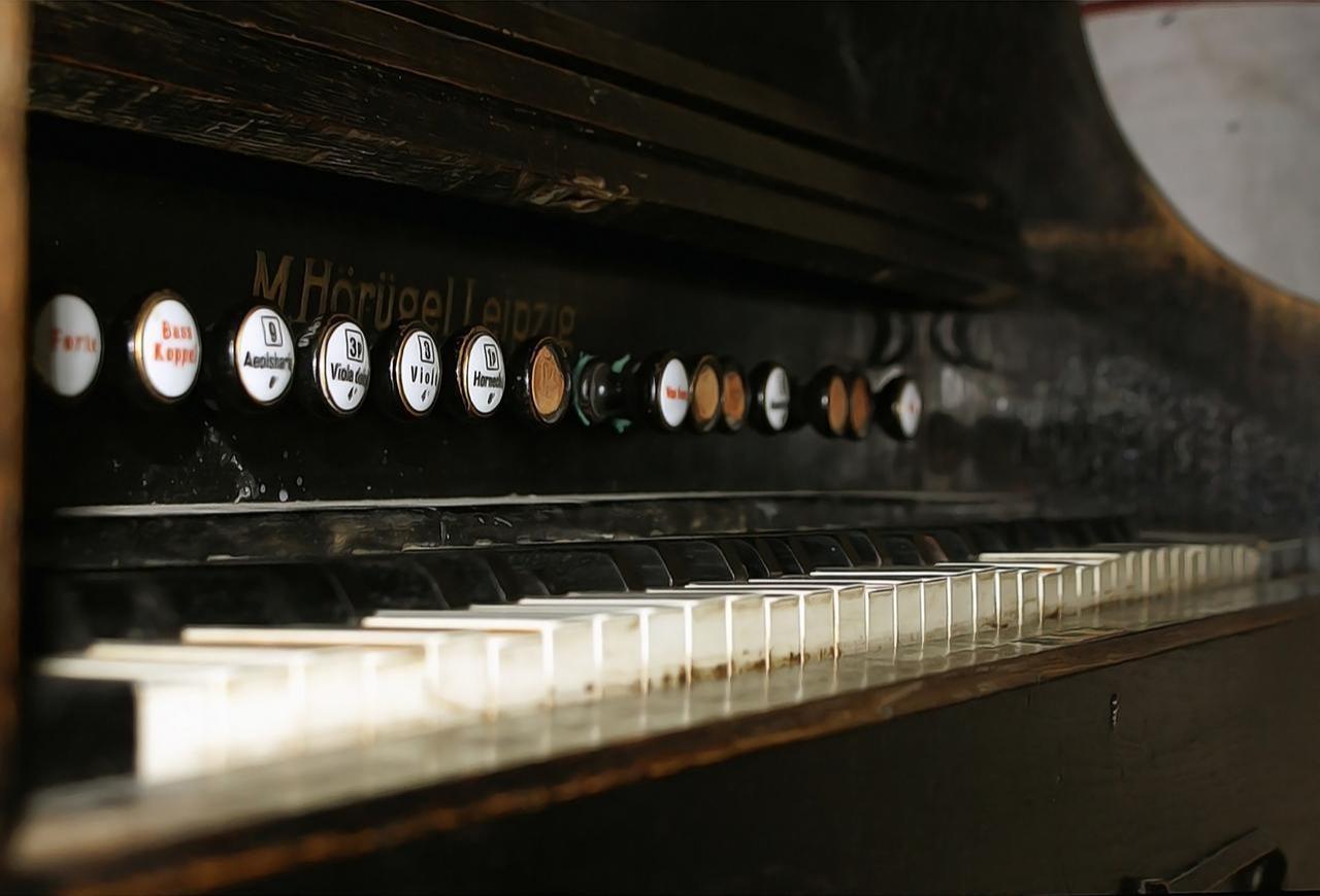Kern spielt Werke von Bach