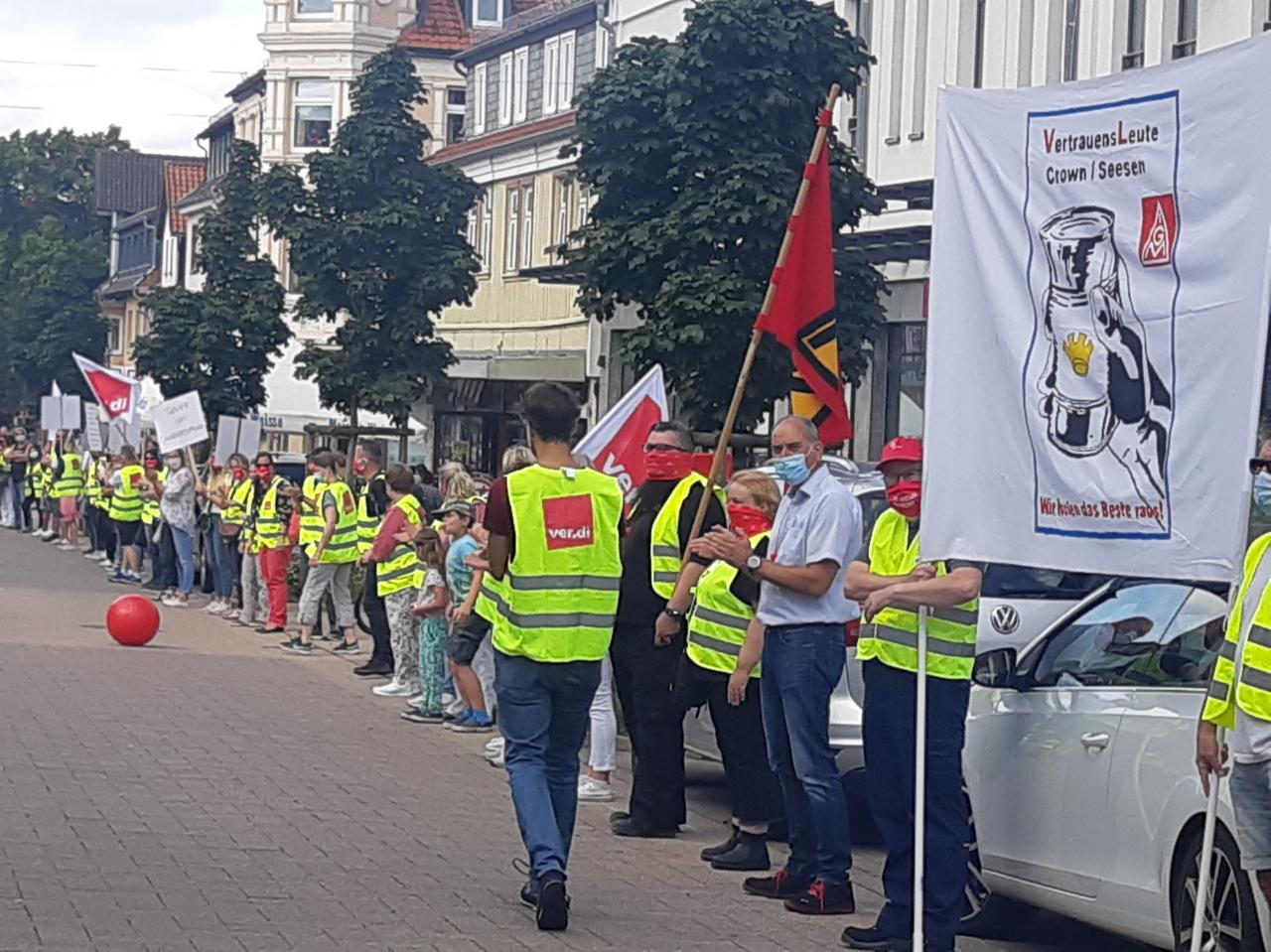 Menschenkette protestiert