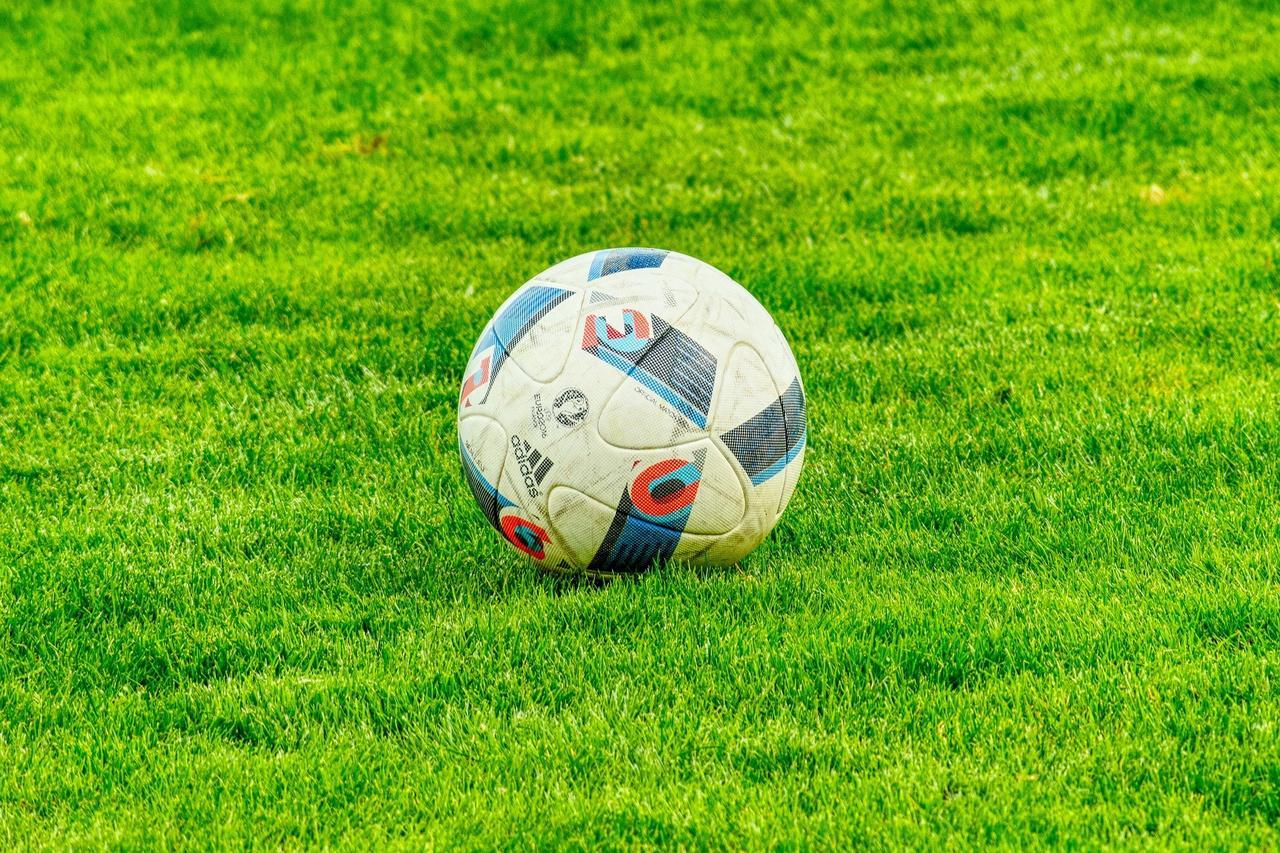 Fußball-Turnier und Beach-Party