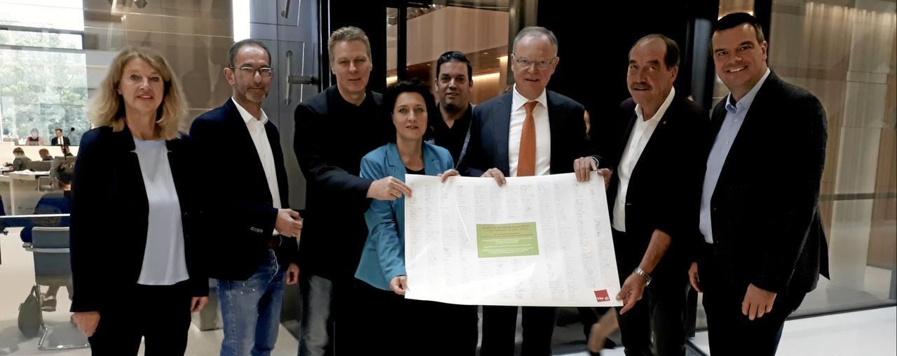 Ministerpräsident erhält Petition