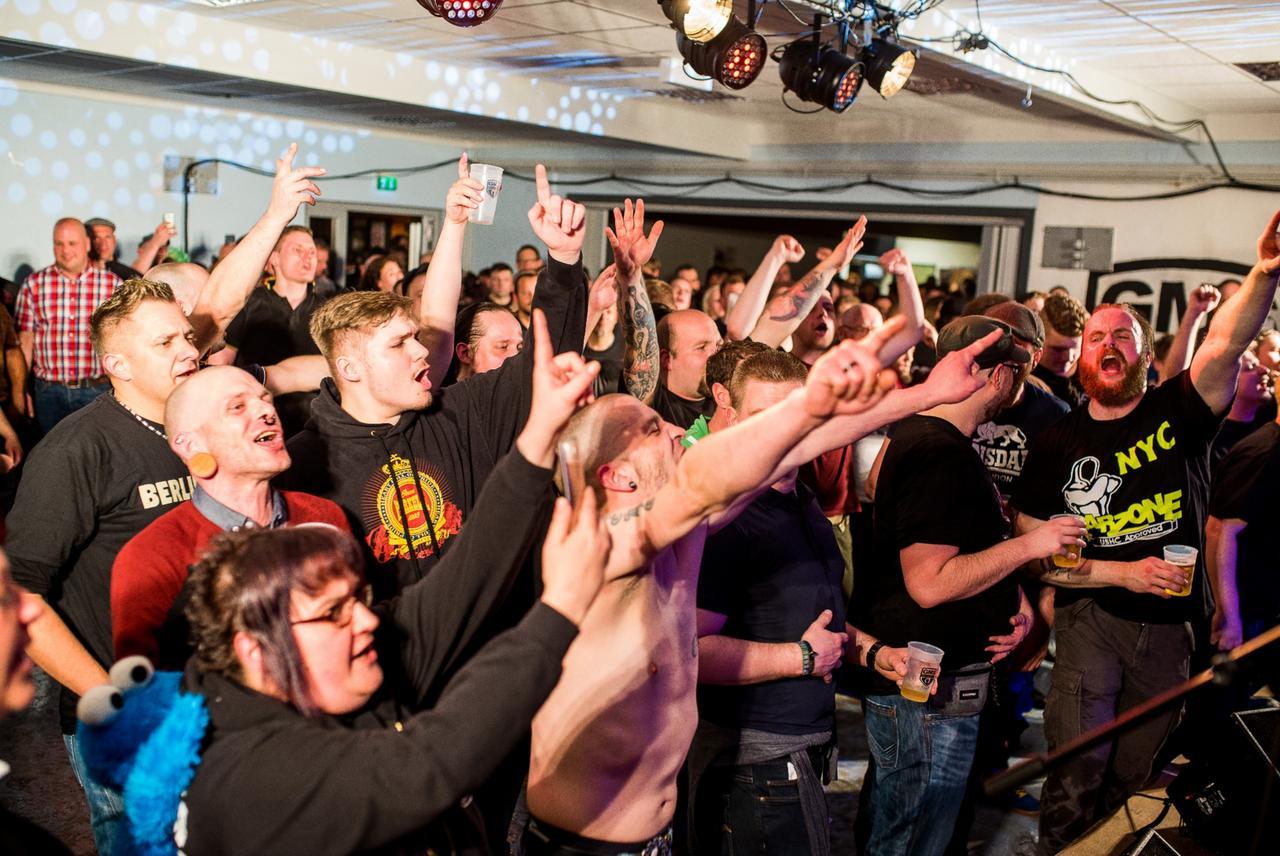 Überwältigte Punker feiern 15. Jubiläum