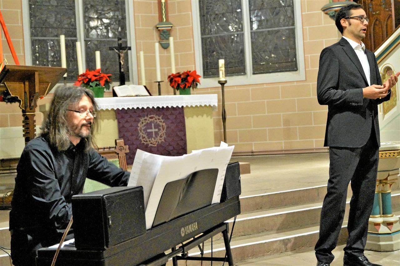 Sänger und Pianist verzaubern