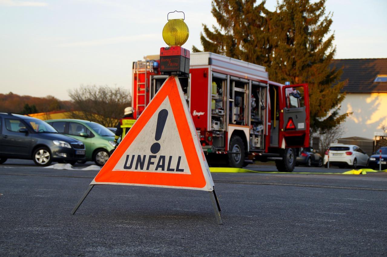 B81 nach Unfall gesperrt