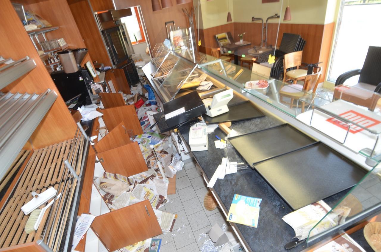 Einbrecher zerstören Backwarenshop