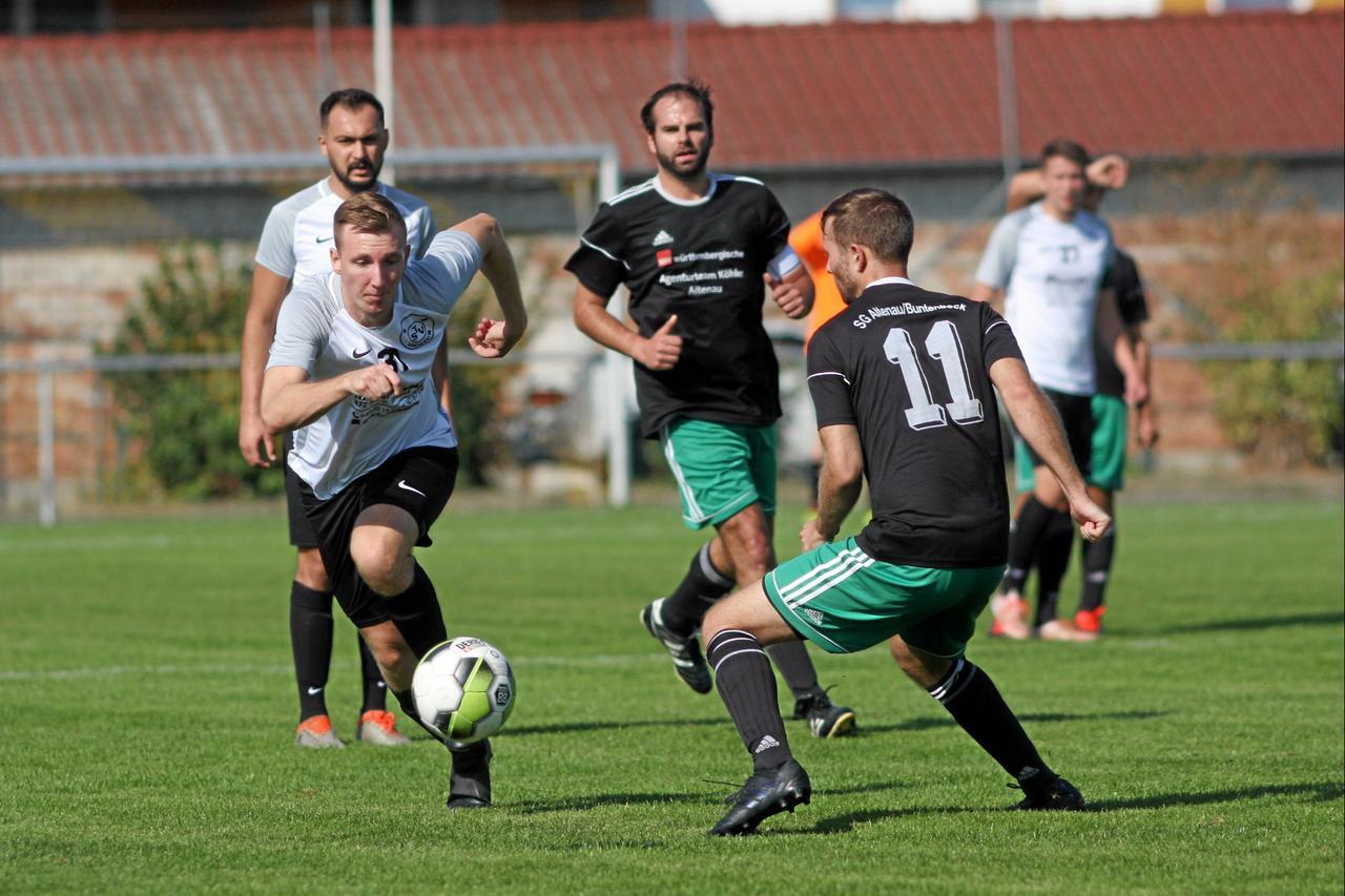 SV Hahndorf bleibt an der Spitze