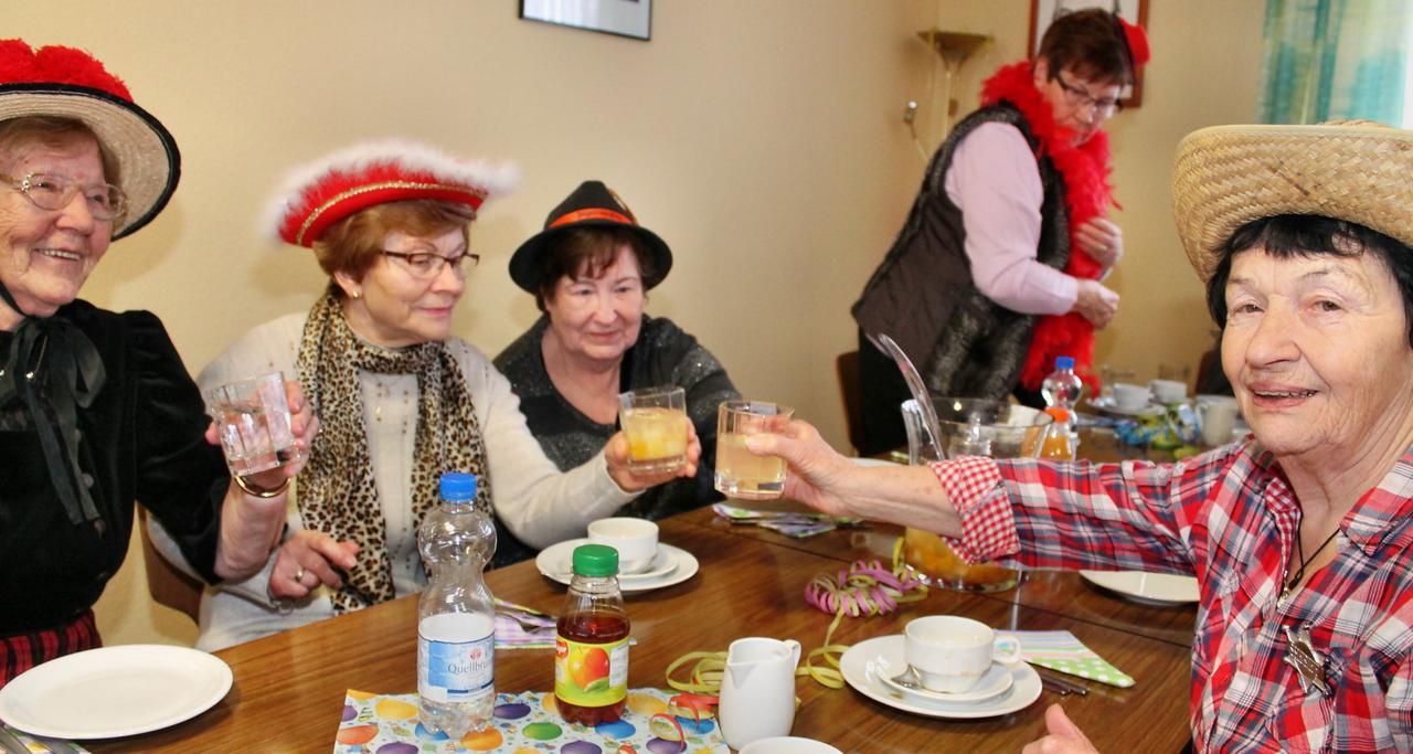 Fasching-Frauen feiern in Othfresen