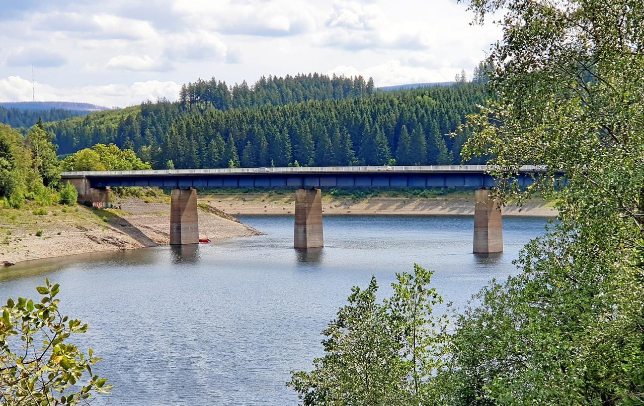 Unterseite der Bramkebrücke wird abgesperrt