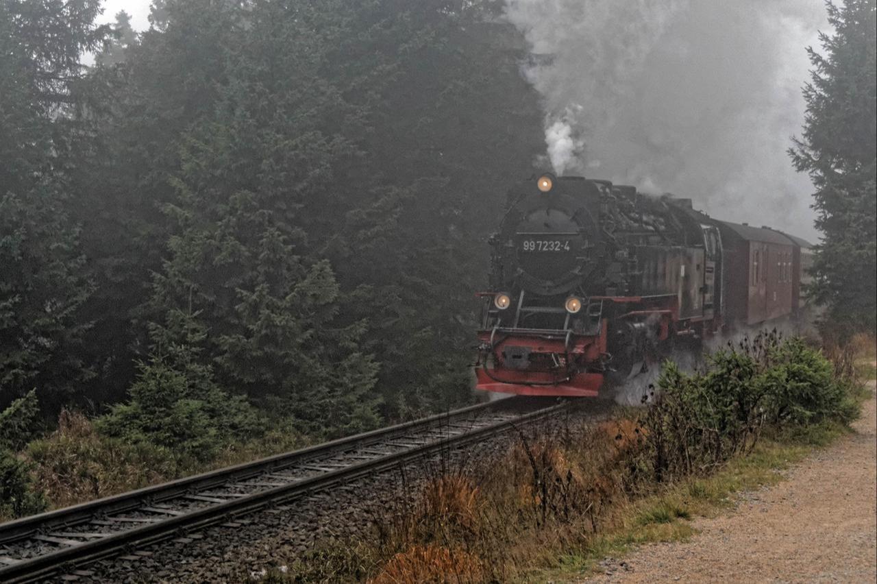 Weiter Dampfzug fährt zum Brocken
