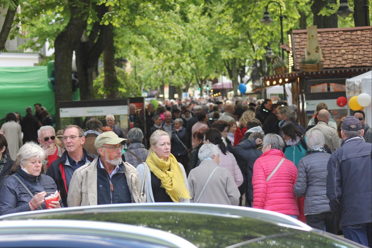 Kastanienblütenfest mit vielen Besuchern