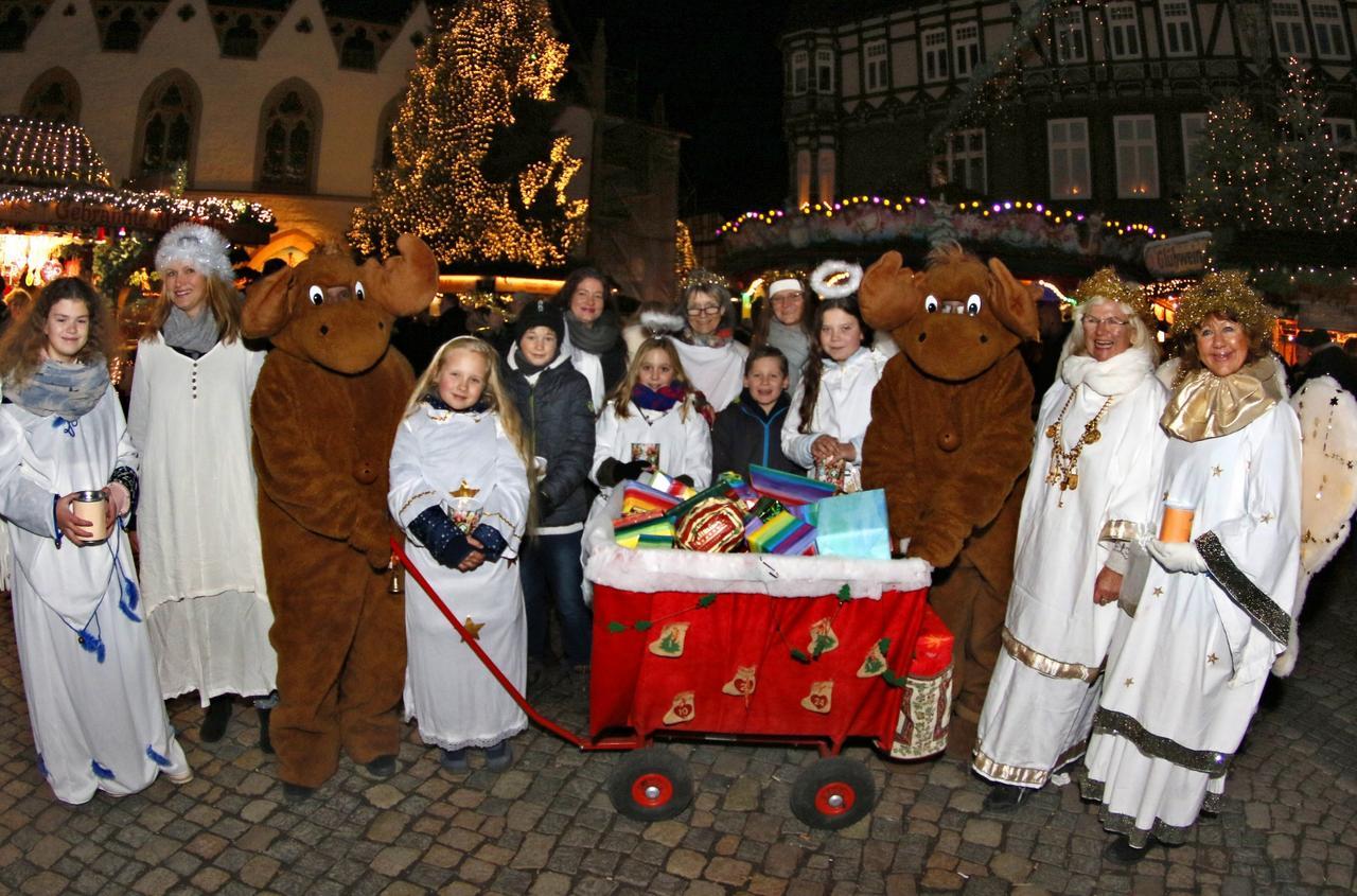 Elche und Engel bevölkern Weihnachtsmarkt