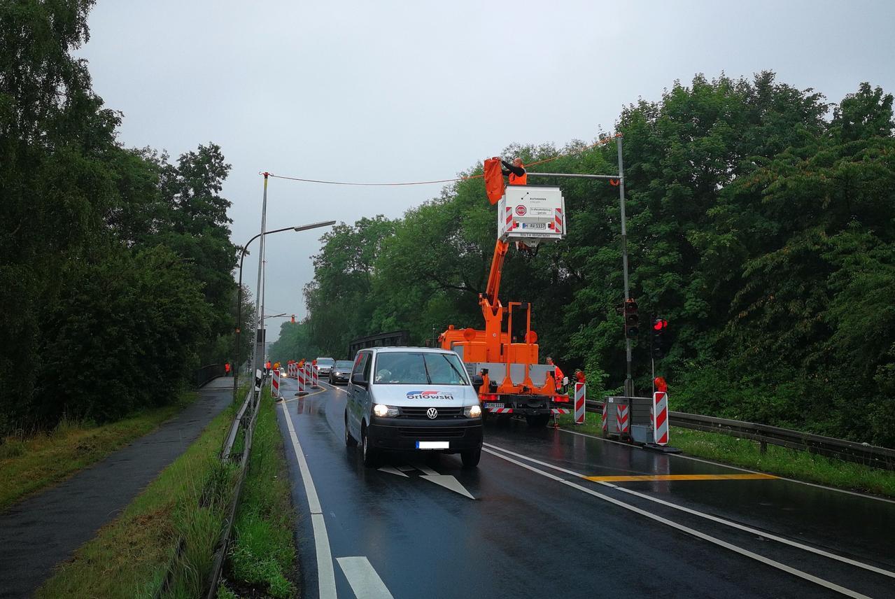 Verkehrsabhängige Ampel installiert