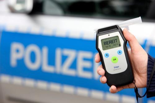 Poller und Polizei stoppen Alkoholfahrt