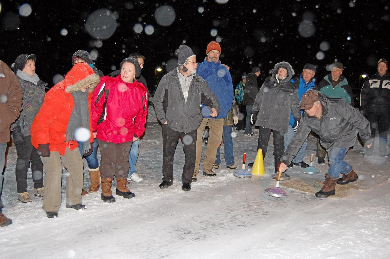 Skiclub lädt zum Eisstockschießen