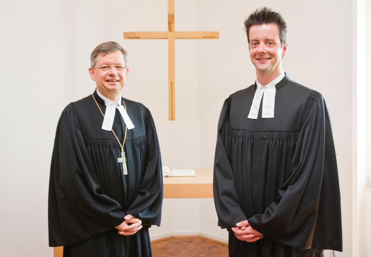 Landesbischof ordiniert neuen Pfarrer