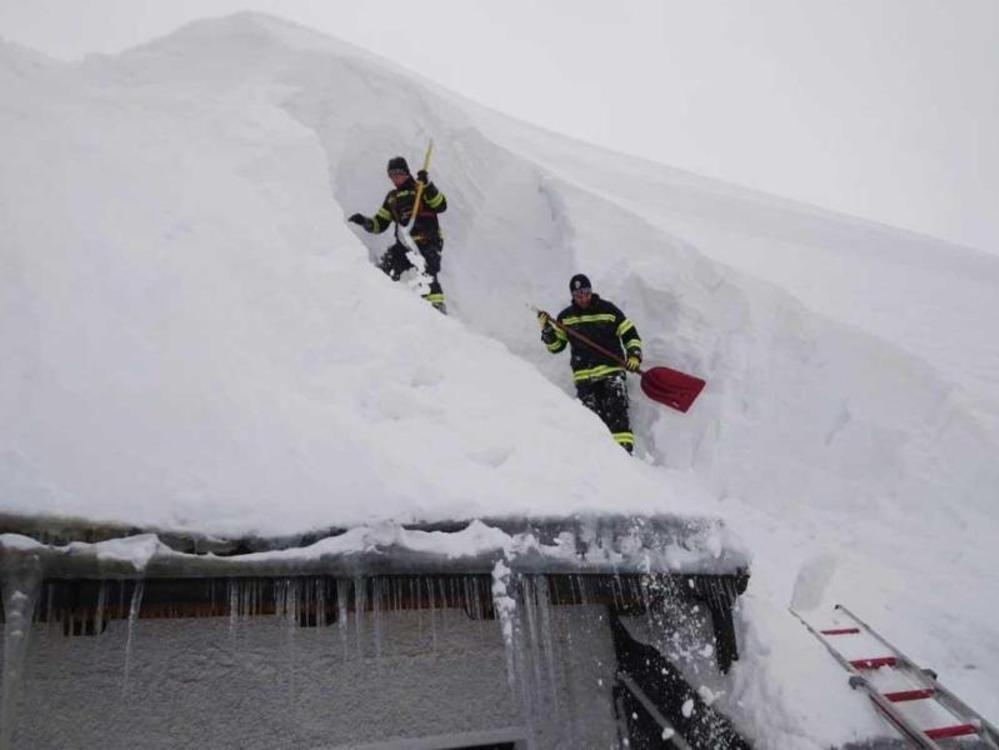 Schneekatastrophe im Süden hält an