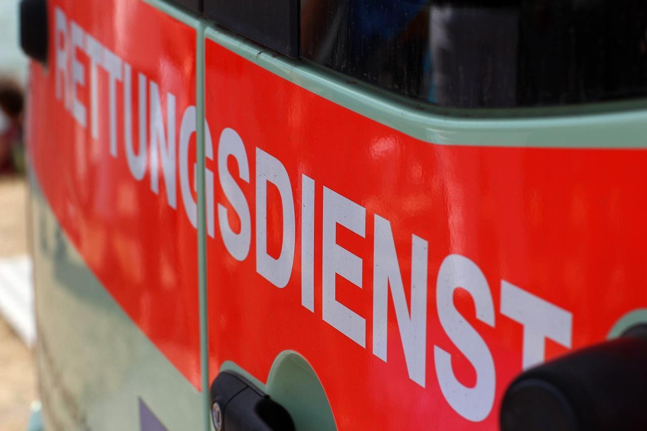 Radfahrer gestürzt: Schwere Kopfverletzung