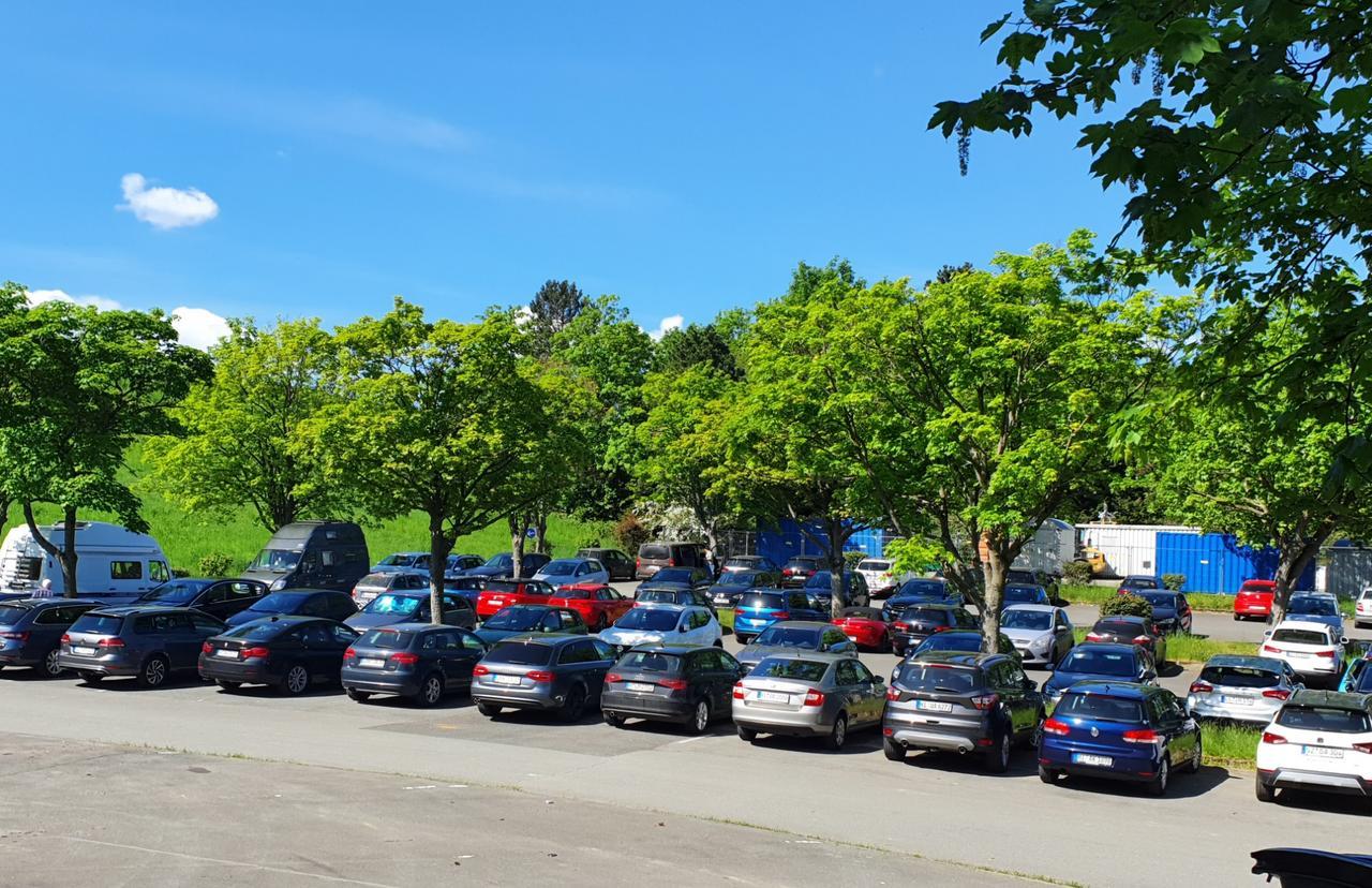 Kaum noch ein Parkplatz an der Grane