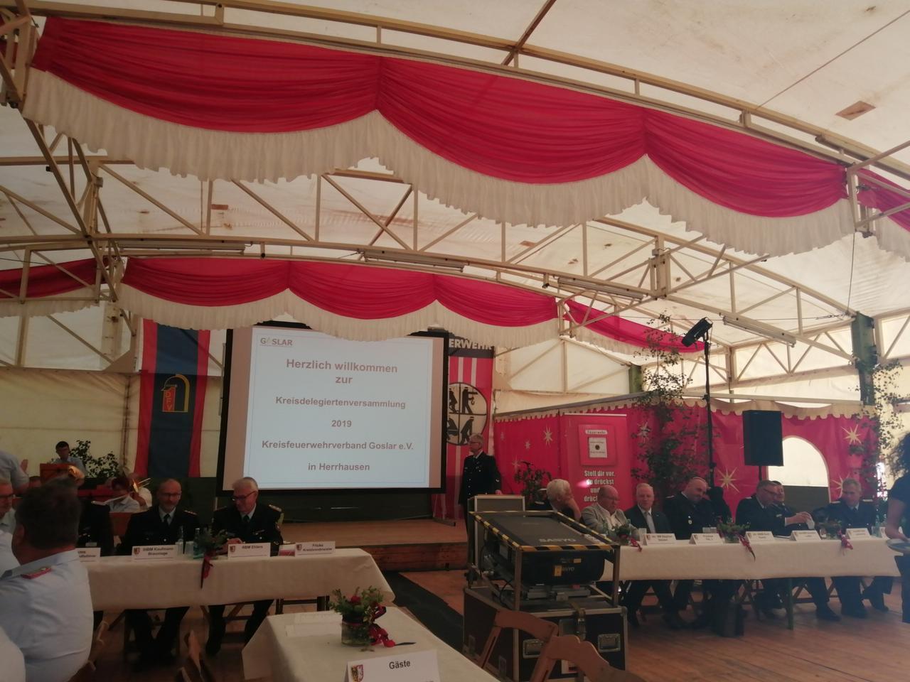 Delegiertenversammlung im Festzelt