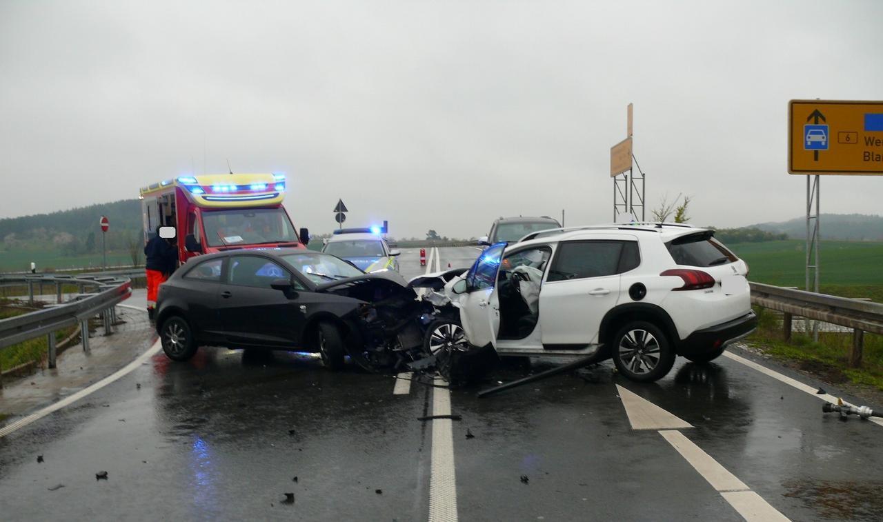 Drei Leichtverletzte nach Unfall