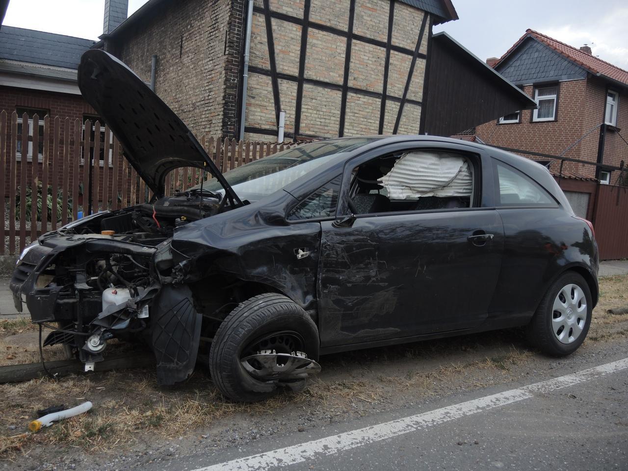 Rechts überholt: Zwei Verletzte