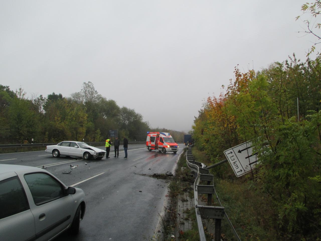 Frau bei Unfall auf B82 verletzt