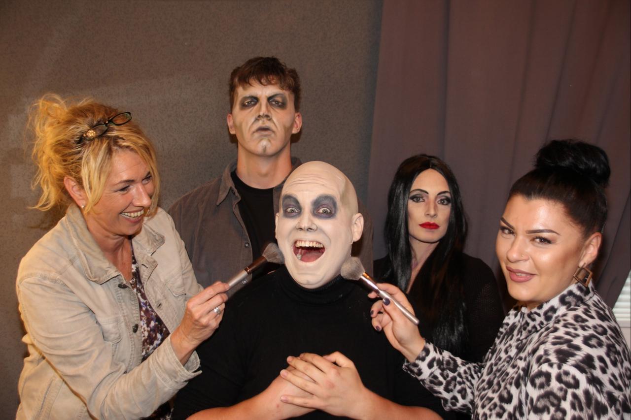 """In der Maske mit der """"Addams Family"""""""