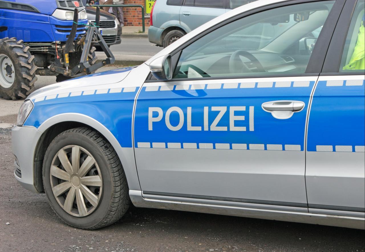 Kollision: Opel überschlagt sich