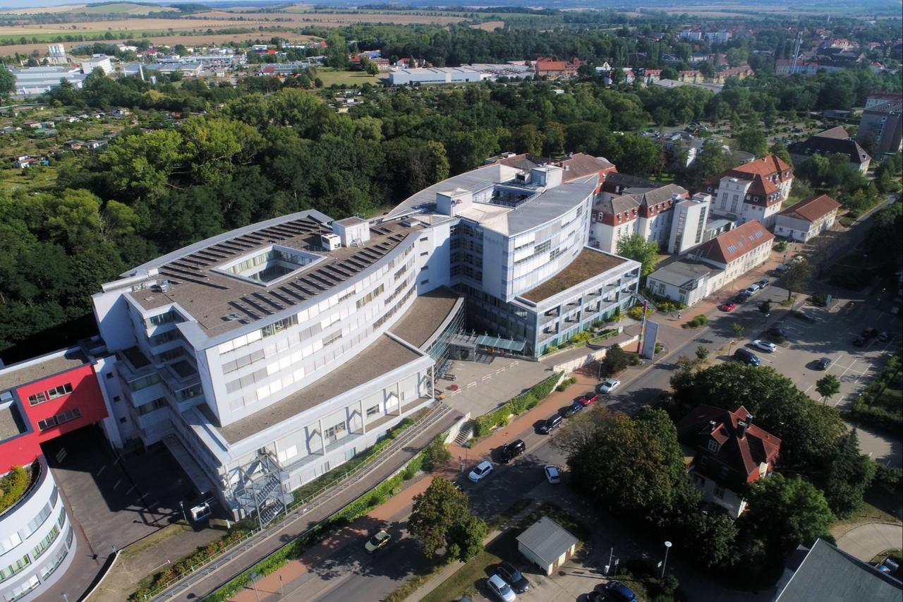Klinik zeigt coronakranke Besucherin an