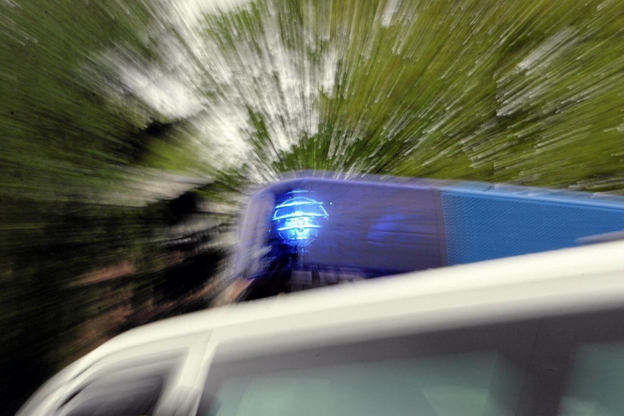 Fahrzeug beschädigt und weggefahren