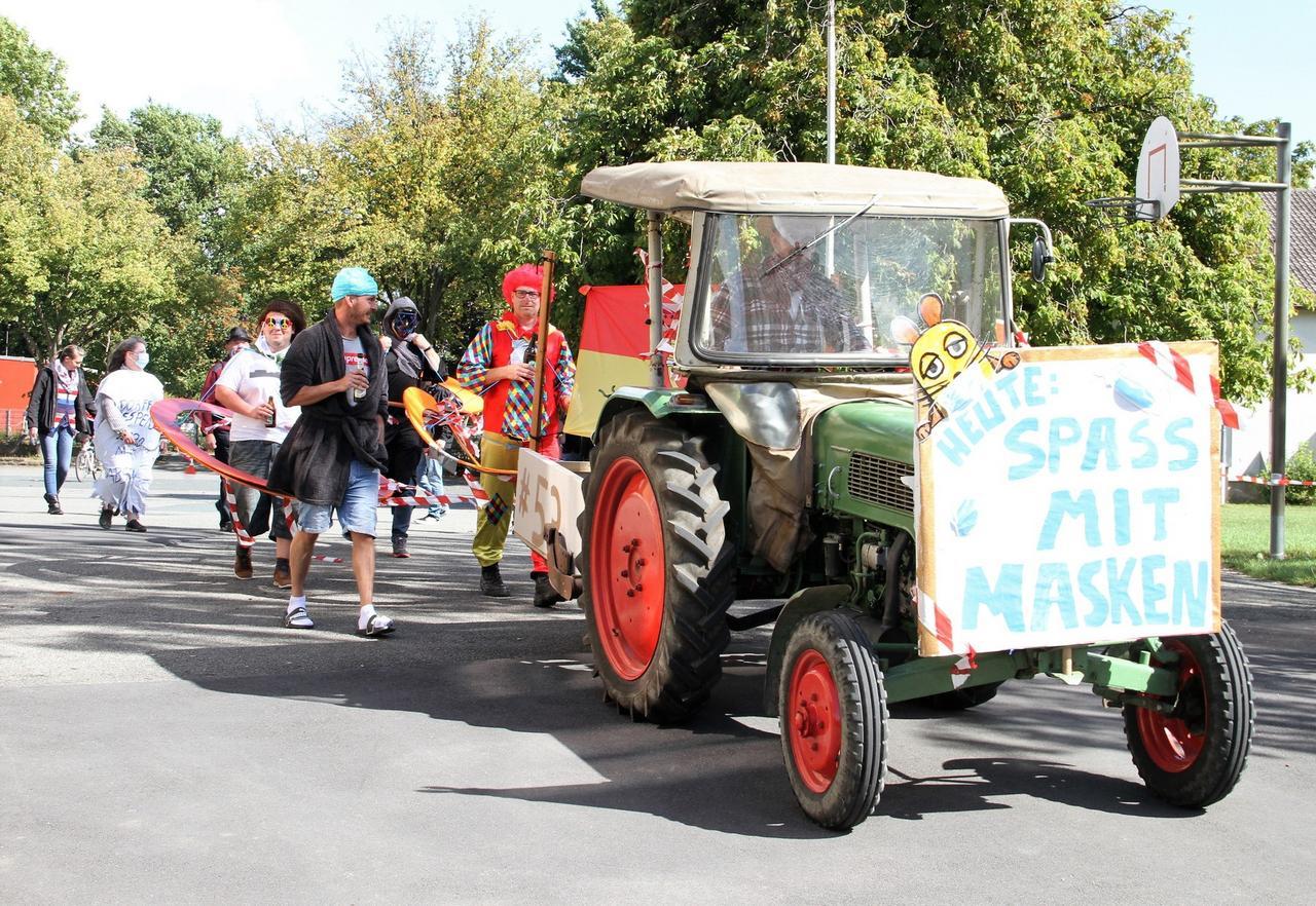 Spontaner Feier-Spaziergang statt Dorffest