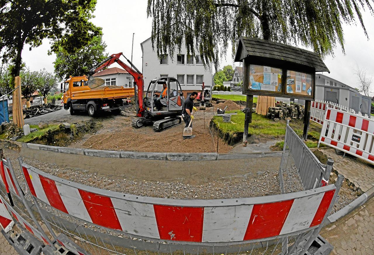 Doppel-Baustelle vor Rathaus