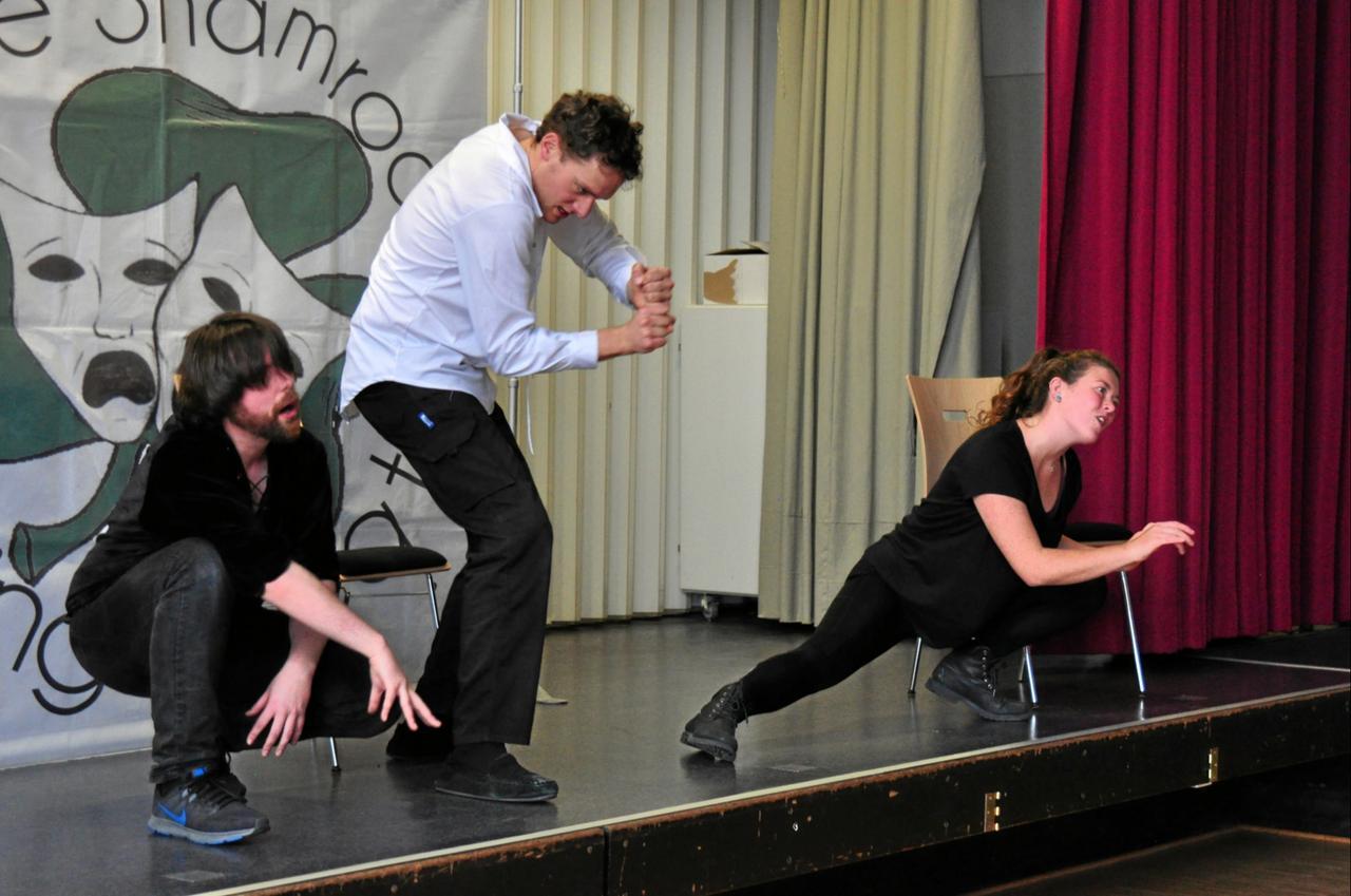Theatergruppe an Robert-Koch-Schule zu Gast