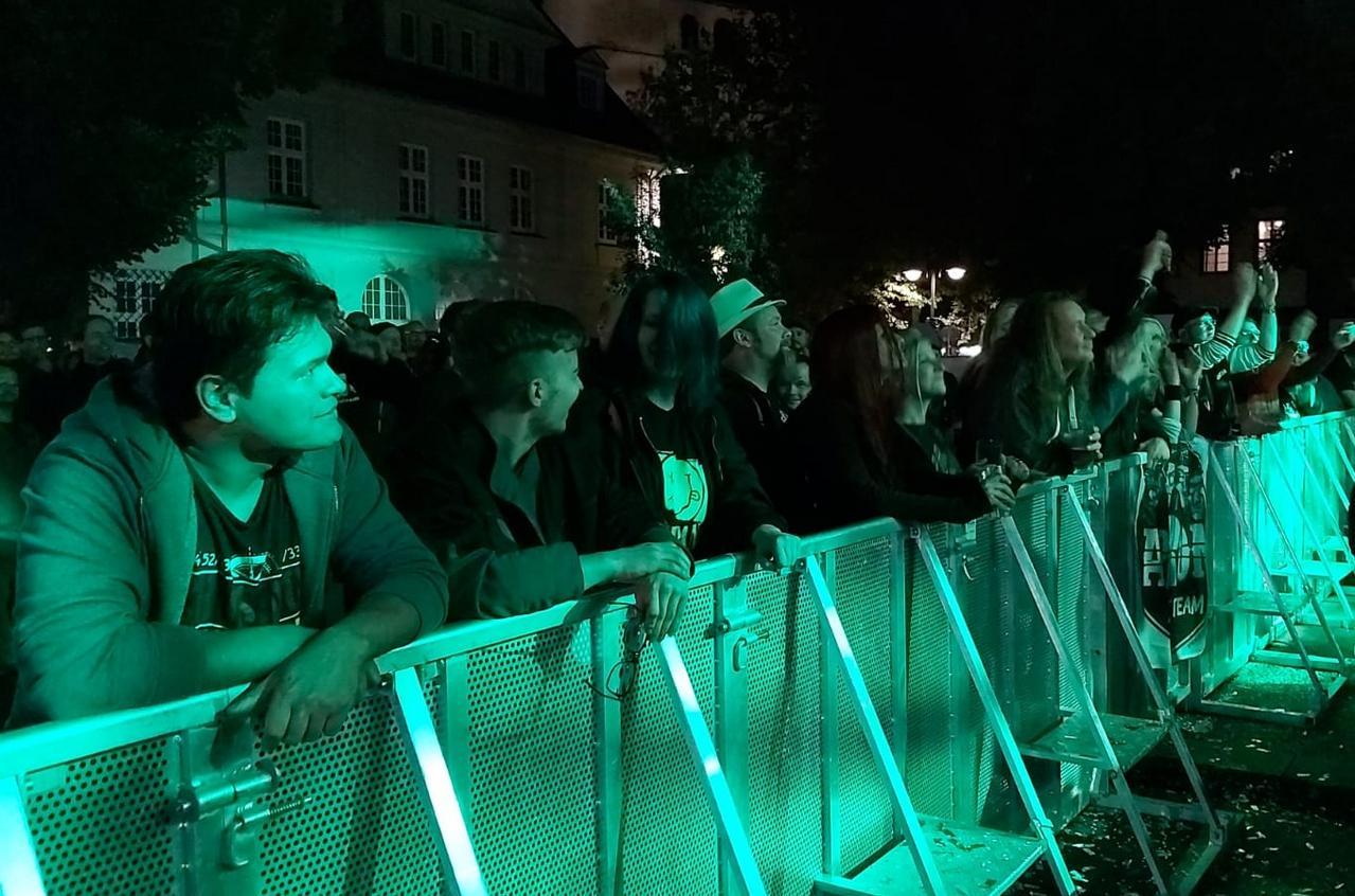 """Metal-Band """"apRon"""" heizt ordentlich ein"""