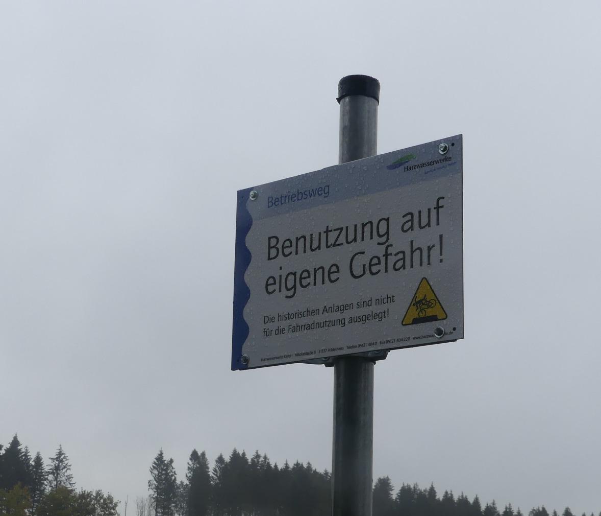 Neue Schilder auf den Teichdämmen